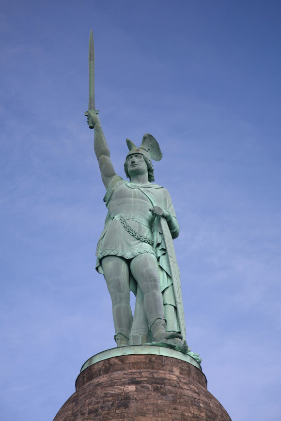 Hermannsdenkmal_statue